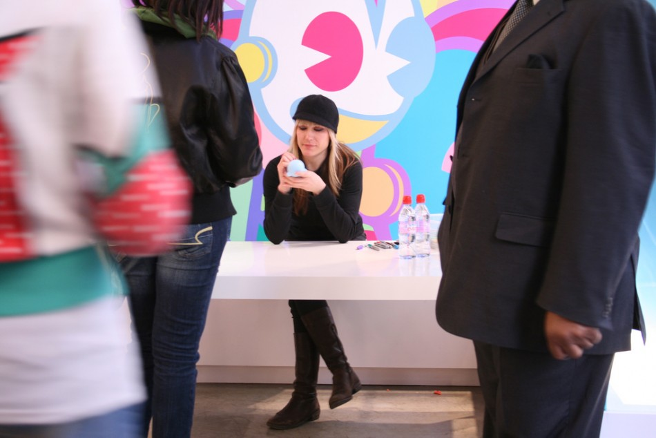 Tara McPherson signs at Kidrobot NY