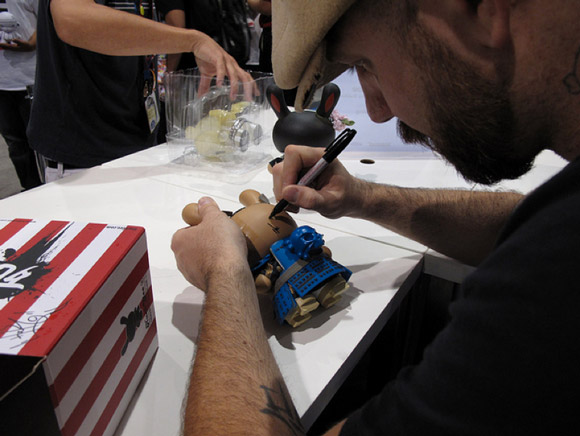 huck-signing-2