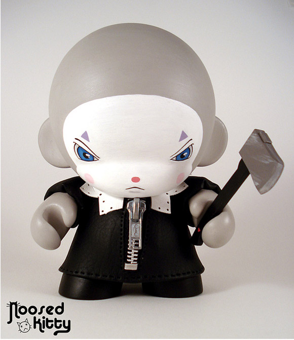noosed-kitty-clown-munny-1