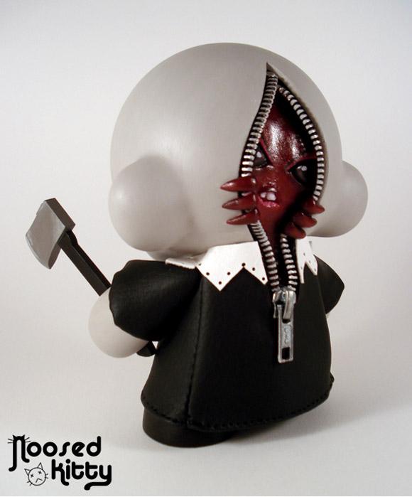noosed-kitty-clown-munny-2