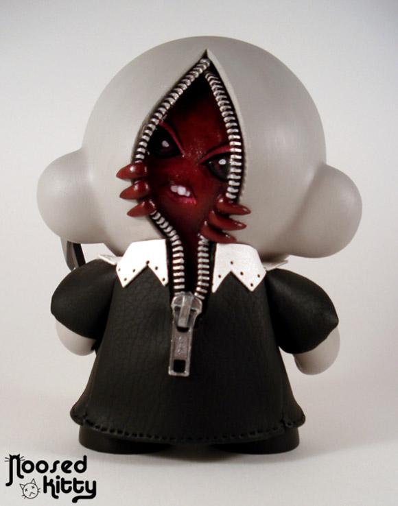 noosed-kitty-clown-munny-3