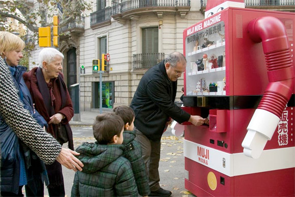 vending-machine-santa-2