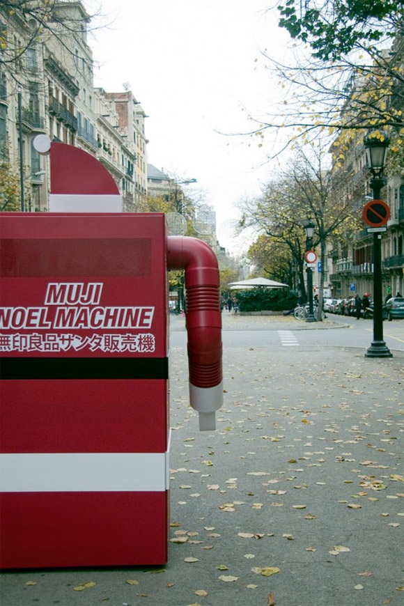 vending-machine-santa-6