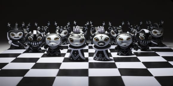 Shah Mat Chess Series with Pawn Otto Bjornik Kidrobot Bishop Black