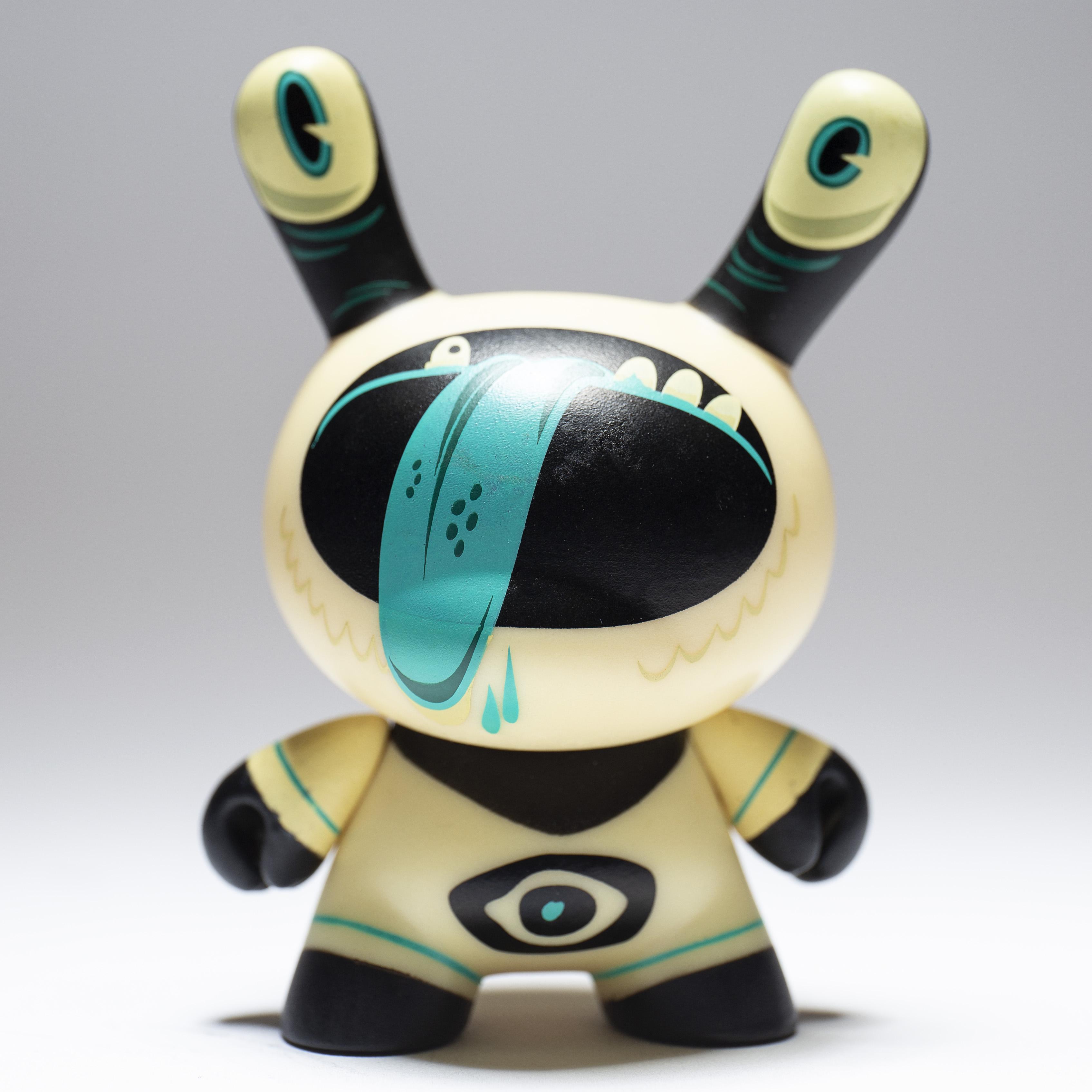 """Kidrobot Designer CON DCON 3/"""" Dunny Series Ragnar"""