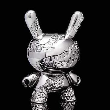 Tristan Eaton Breaks new Ground with the New Money 5-inch Metal Dunny